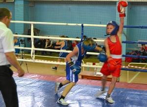 9 Момент боя с участием Сергея Чепля (в синей форме)