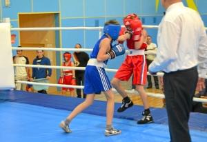 1 (12) Полуфинал. Момент боя  Александра Савкина (в синей форме)