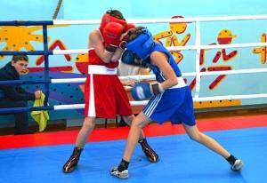 1 (13) Момент боя с участием Александра Савкина (в синей форме)