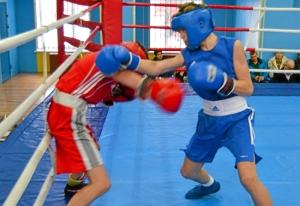 1 (14) Полуфинал. Момент боя  Ивана Балашова (в синей форме)