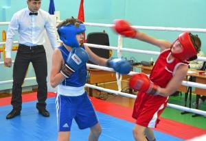 1 (15) Момент боя с участием Александра Савкина (в синей форме)