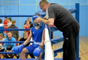 1 (16) Полуфинал. Момент боя  Ивана Балашова (в синей форме)