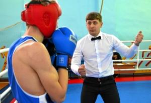 1 (20) Рефери в ринге Павел Чабанов открывает счет