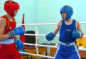 1 (21) Момент боя с участием Алексея Шелякина (в синей форме)