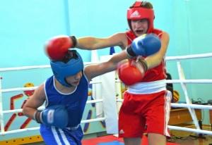 1 (26) Момент боя с участием Рубика Шахбазяна (в синей форме)