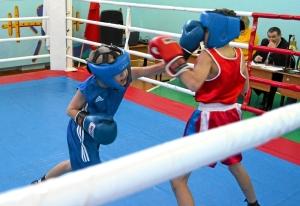 1 (3) Момент боя с участием Егора Пономарева (в синей форме)