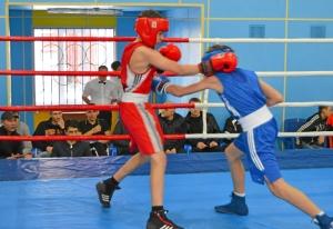 1 (36) Финал. Момент боя  Ивана Балашова (в синей форме)