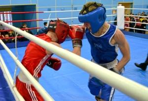 1 (4) Момент боя  Алексея Шелякина (в синей форме) с таштагольцем Данилом Чабаном