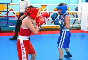 1 (5) Момент боя с участием Егора Мартыненко (в синей форме)