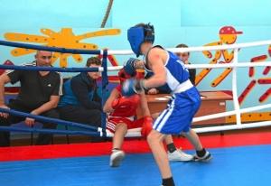 1 (53) Финал. Момент боя с участием Алексея Шелякина (в синей форме)
