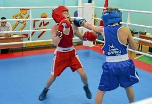 1 (6) Момент боя с участием Егора Мартыненко (в синей форме)