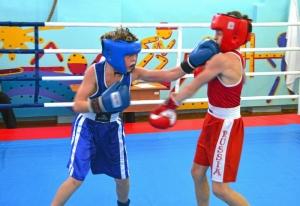 1 (8) Момент боя с участием Егора Мартыненко (в синей форме)