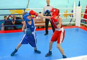 1 (9) Момент боя с участием Егора Мартыненко (в синей форме)