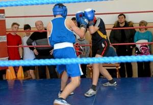 23 Момент боя с участием Александра Рьянова (в синей форме)