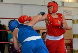 25 Момент боя с участием Ильи Муравьева (в синей форме)