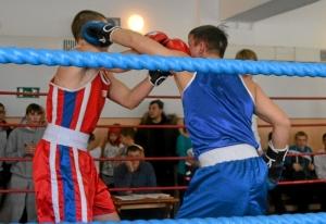 30 Момент боя с участием Ивана Бокарева (в синей форме)