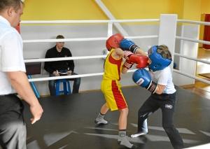 4 Момент боя самых юных участников. Андрей Рыбников (желтая форма) - Матвей Мулявин