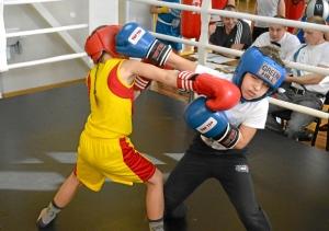 6 Момент боя самых юных участников. Андрей Рыбников (желтая форма) - Матвей Мулявин