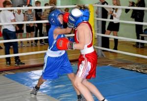 14 Финал. Момент боя с участием Сергея Чепли (в красной форме)