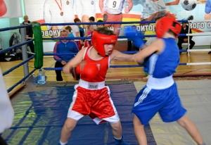 16 Финал. Момент боя с участием Егора Мартыненко (в красной форме)
