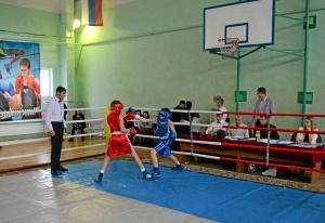 19 Финал. Момент боя с участием Ивана Балашова (в красной форме)