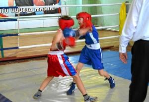 2 Первый день соревнований. Момент боя с участием Егора Пономарева (в синей форме)