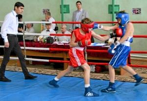 22 Финал. Момент боя с участием Ивана Балашова (в красной форме)