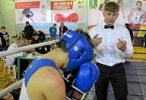 29 Финал.  Рефери Павел Чабанов открывает счет после точного удара киселевчанина Александра Рьянова