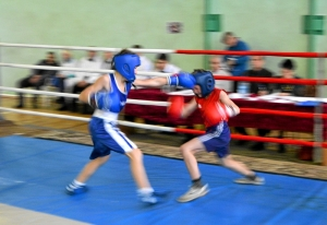 4 Первый день соревнований. Момент боя с участием Данила Жуланова (в синей форме)
