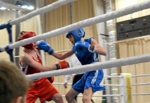 7 Момент боя с участием Ивана Балашова (в синей форме)