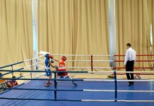 9 Полуфинал.  Момент боя с участием Егора Мартыненко (в красной форме)