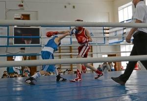 2 Момент боя с участием Александра Савкина (в красной форме)
