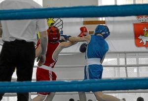 4 Момент боя Ивана Балашова (в синей форме)
