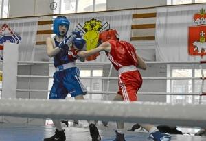 6 Полуфинал. Момент боя Ивана Балашова (в красной форме) (2)