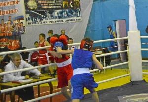 11 Полуфинал. Момент боя Ивана Балашова (в синей форме)