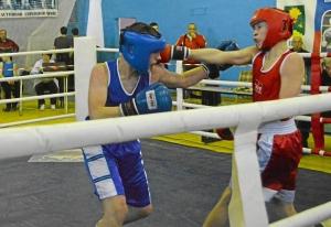12 Полуфинал. Момент боя Ивана Коломин (в синей форме)