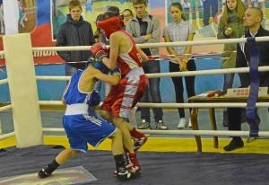 19 Финал. Момент боя Александра Савкина (в красной форме)