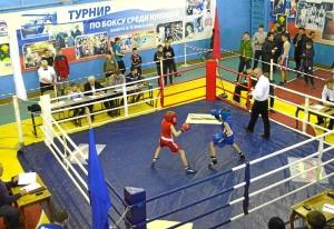 3 На ринге Иван Пономарев (в красной форме)