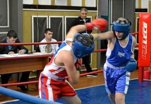 4 Момент боя Ивана Коломина (в синей форме)