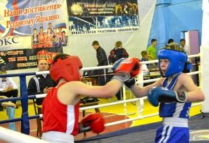 8 Полуфинал. Момент боя Вячеслава Горбунова (в синей форме)