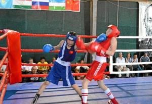 11 Полуфинал. Момент боя Александра Савкина (в красной форме)