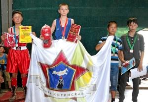25 Награждение весовой категории до 38 кг. Победитель турнира Александр Савкин (второй слева)