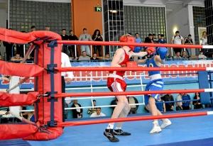 2 На ринге Вячеслав Горбунов (в красной форме)