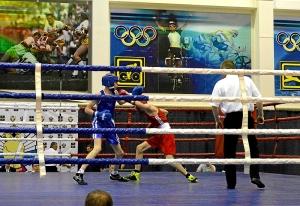 7 На ринге Вячеслав Горбунов (в синей форме)