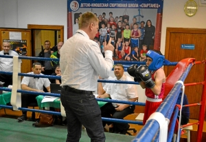 (3) Отсчет нокдауна сопернику Егора Пономарева