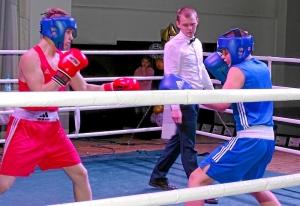 3 Финал. На ринге Иван Коломин (справа)