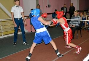 4 Егор Пономарев (слева) против Матвея Мулявина