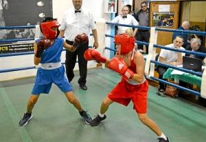 (6) На ринге Андрей Демшин (в красной форме)