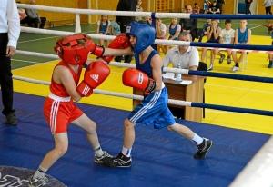 (5) На ринге Матвей Эрет (в синей форме)