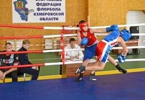(6) На ринге Заурбек Пугоев (в красной форме)